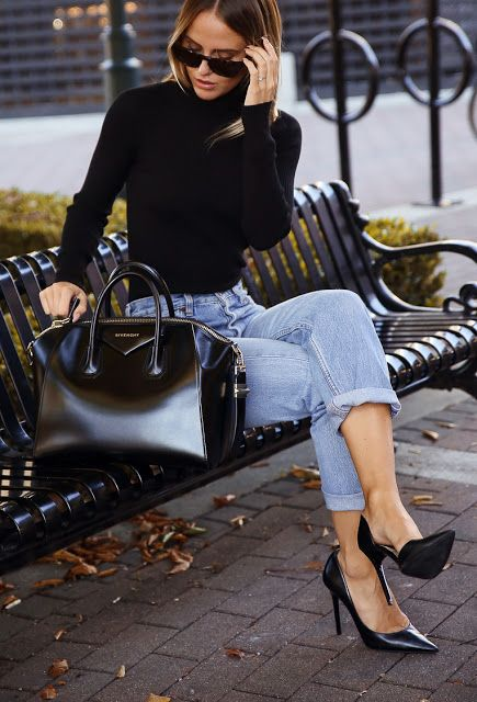 Dressing up a simple outfit with a classic pair of heels and Ginvenchy bag