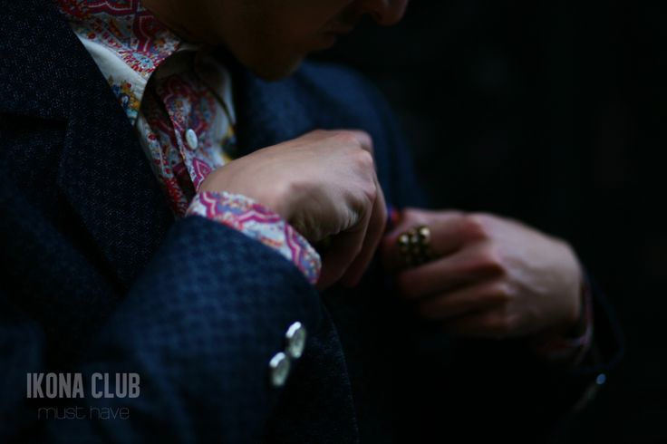 #STREET #FASHION #MUST #HAVE #STYLE #BLOG #ACCESSORIES #BLAZER #SHIRT #BUTTONS #SHAWL #BROOCH #RING