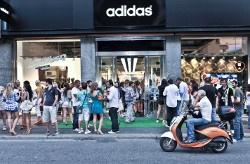 Adidas Store di Milano, bello anche da fuori