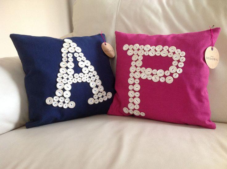 İstenilen harfe göre hazırlanan yastıklar... #DidowaStore #HomeDecor #Yastık