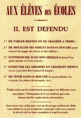 les enfants étaient battus s'ils parlaient breton à l'école et chez eux leurs parents ne parlaient que brezhoneg en 100 ans la Bretagne a perdu sa langue