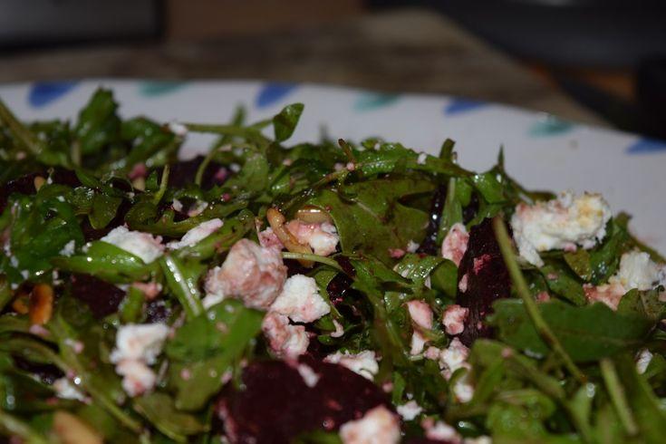 Rote Bete, Rauke und Feta, mein Salat der Saison.  #rote #bete#salat