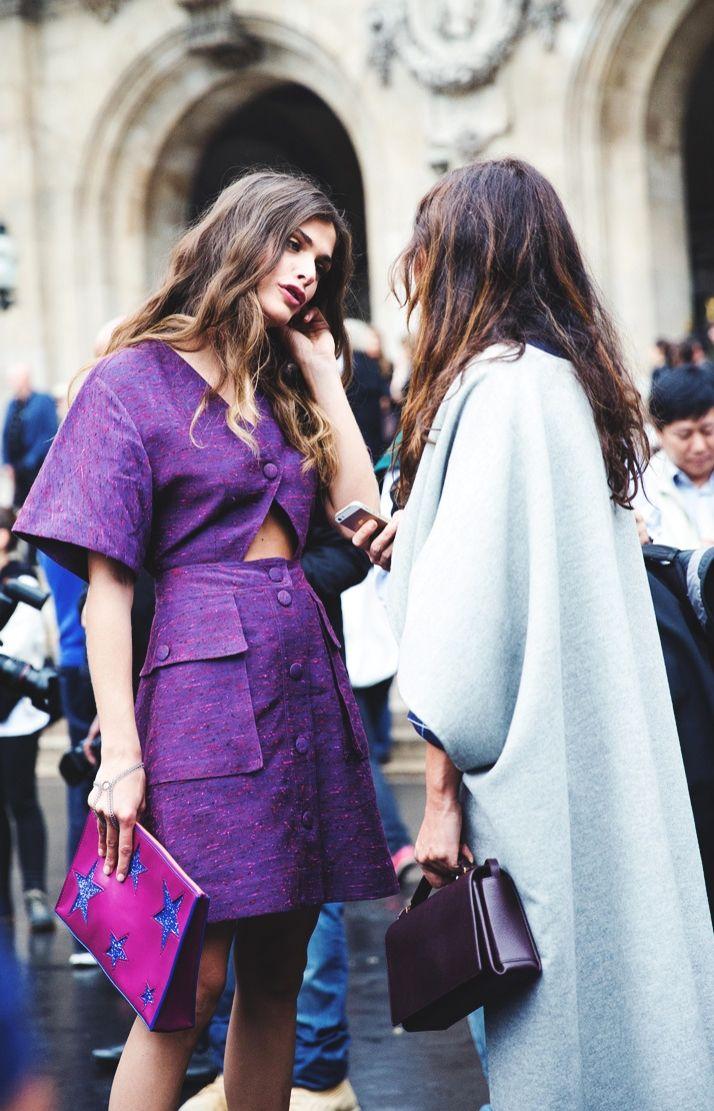 Ese hermoso tono morado. Elisa Sednaoui in Paris.