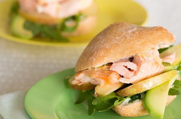 Laksesandwich med peberrodscreme - nemlig.com
