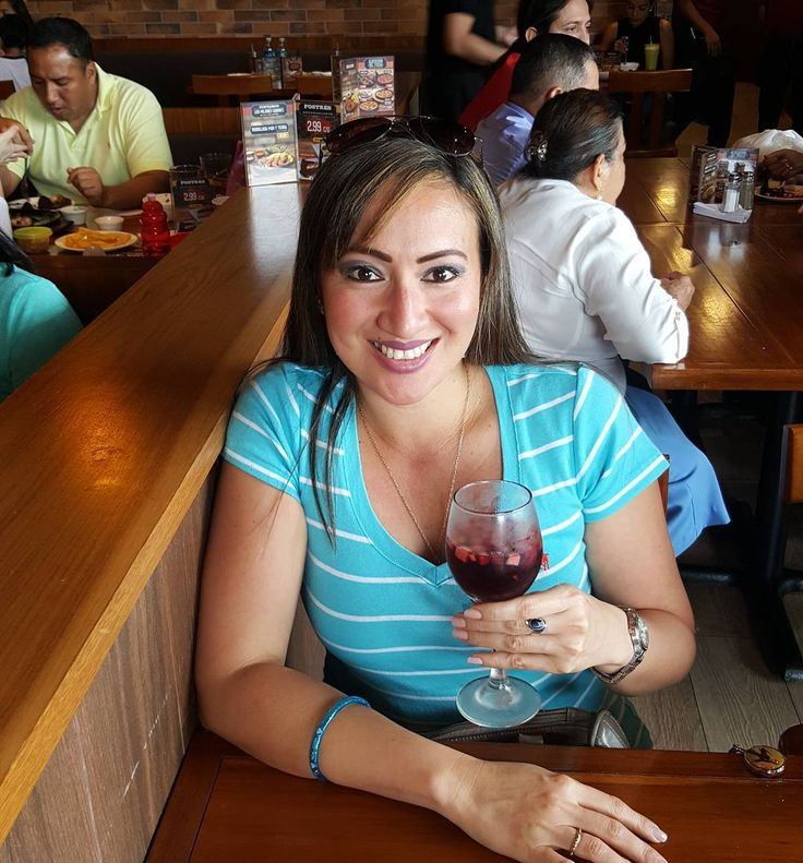 Feliz día de Santa Martha �� . . . #santamarta #martha #holyday #holydays #celebrate #celebrando #celebration #stamarta #vino #wine #drinks #casares ##guayaquil #ecuador #parrillada http://misstagram.com/ipost/1569906234264427297/?code=BXJbWcAAJsh