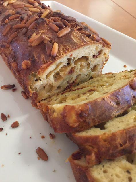 Tämä helppo leipä tuli vastaan Facebookin kokkailusivustolla, jossa kerrottiin herkkuleivän ohjeen olleen alunperin Gloria...
