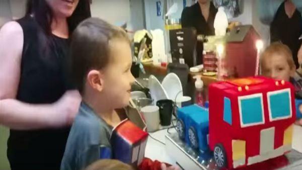 En vídeo tarta de cumpleaños que se convierte en Transformer