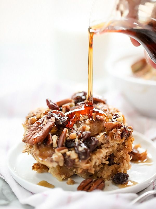 Fogão lento Oatmeal cozido com bananas e castanhas em foodiecrush.com