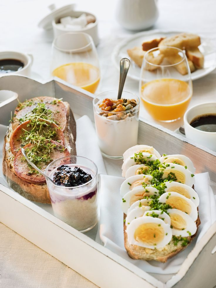 The Swedish breakfast is usually served cold and is a combination of sandwiches and yoghurt with some sort of flakes or muesli, and to that you drink juice, chocolate, coffee or tea. Photo by; Jakob Fridholm