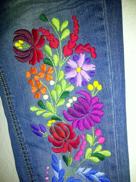 I´m nuts about trying to embroiding everything I crochet...would like to try this pattern..hungarian kalocsai motif