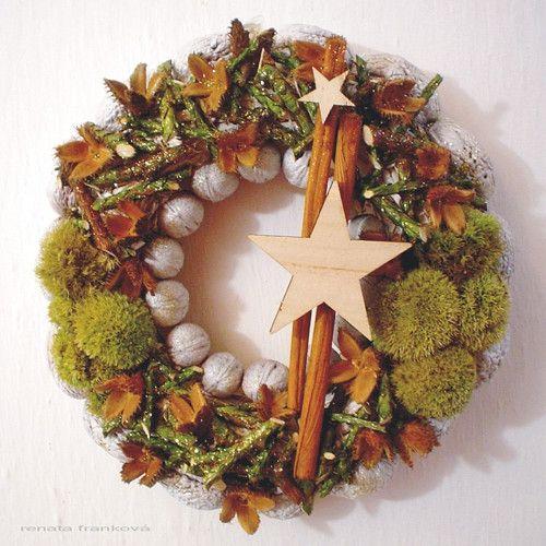 """Vánoční věnec \""""ořešák\"""" (bílý)"""