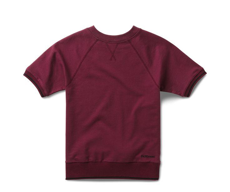 Dit hoogwaardige T-shirt heeft een nauw aansluitend model, een ronde stretchkraag en geribbelde mouwen. De dikke, geribbelde tailleband is een knipoog naar de collegestijl sweatshirts en de korte raglanmouwen geven een sportieve look. Zichtbare stiksels op de hals en de borst maken het T-shirt helemaal af. 100% katoen. Machinewasbaar.