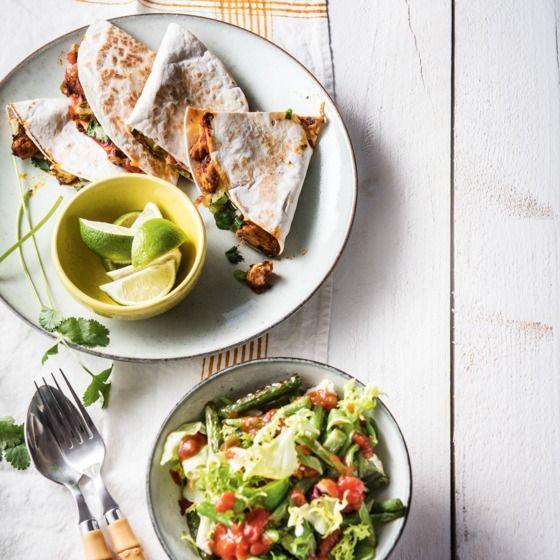 Quesadilla's met gegrilde kip en bonensalade Productfoto ID Shot 560x560
