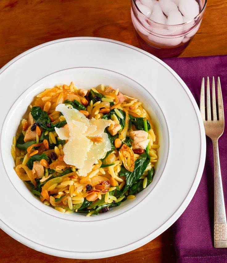 Need a quick weeknight dinner for four? Hot, homemade chicken, spinach and orzo is just 30 minutes away. Made with leftover chicken or store-bought rotisserie chicken, meal prepping for this recipe is a breeze.