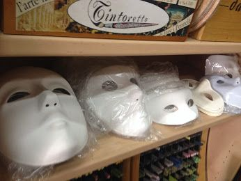 Maschere in cartapesta, plastica, carta e cartone neutre.   #masks   #papiermache   #paper   #halloween   #decoration