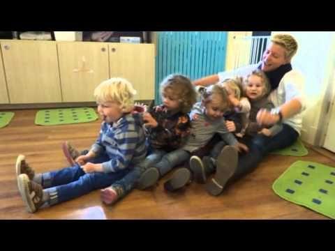 liedje van de maand oktober 2015 - roei roei roei de boot - YouTube