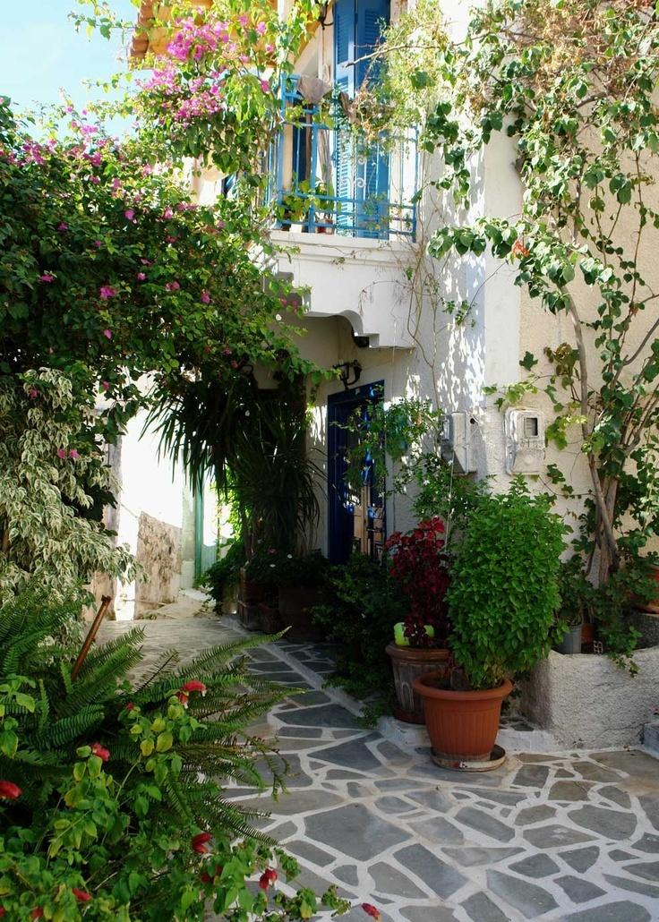Alleys in Poros