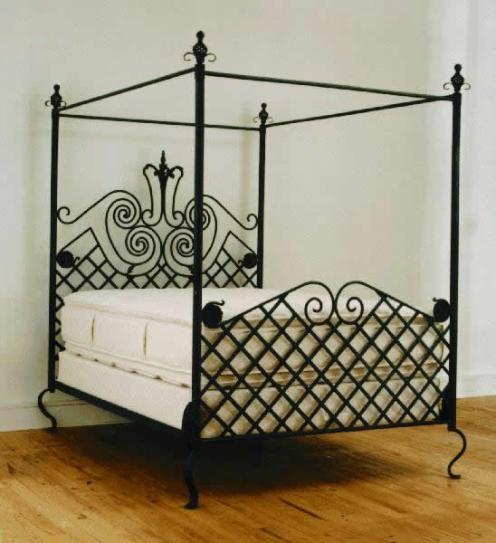 Black rod iron queen sized bed.....so cool for Penny
