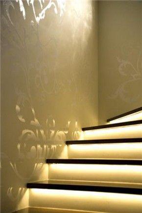 Trapverlichting. Trapverlichting: Stairs Wall, Luxury Interiors Design, Decor Ideas, Colors, Doors Markkoetsi, Wall Decor Stairways Stencil, Trapverlicht Doors, Stairca Lights, Ropes