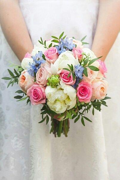 Букет невесты. Голубой. Розы, пионы, дельфинтум