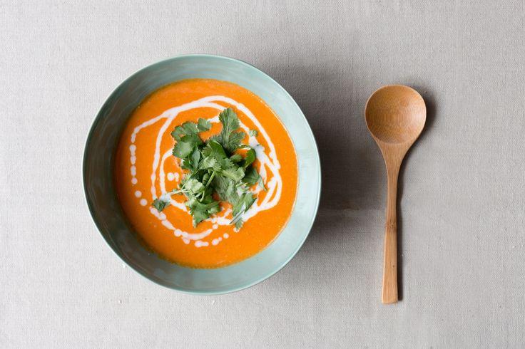 Recept voor linzensoep : lowbudget, makkelijk en gezond. Dit is al jaren het toprecept van het blog de Groene Meisjes. Zeker een keertje maken dus!