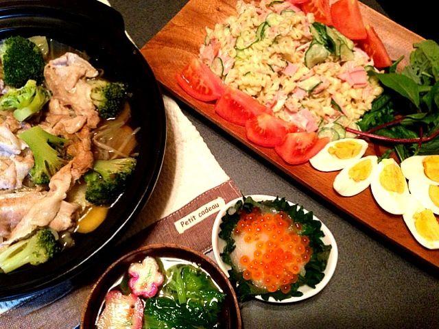 念願の食器でテンションは最高潮❤ 器ひとつで美味しくなるんだなぁ…ヽ(^ω^)ノ✨   タジン蒸しはシンプルに鰹だしのみ。野菜の甘みがしっかり出てる。  中身は さつまいも、キャベツ、もやし、ブロッコリー、豚バラ肉。 - 55件のもぐもぐ - 豚肉と野菜のタジン蒸し•マカロニサラダ•いくら大根•菜の花のお吸い物 by natsxxx