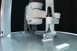 Blazing Fast Stäubli Robot Picks 200 Items Per Minute