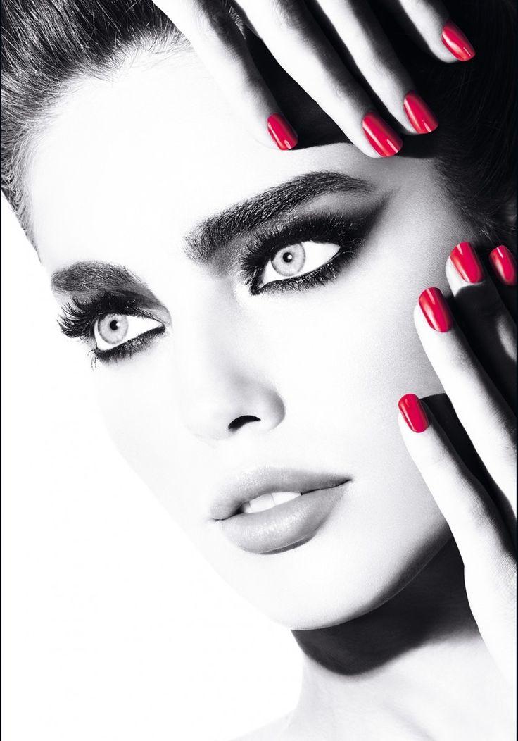 Unas pestañas largas, espesas y curvadas, imprescindibles en el maquillaje futurista