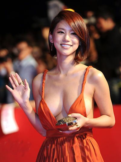 Name: オ・イネ (呉仁恵 Oh In-Hye 오인혜 吴仁惠 at the opening ceremony of the 16th Busan International Film Festival | Date of Birth: 26 April 1987 / Place of Birth: South Korea / Height: 165 cm / Weight: 48 kg | *** | The Busan Internat'l Film Festival (BIFF, previously Pusan Internat'l Film Festival, PIFF), held annually in Haeundae-gu, Busan (also Pusan), South Korea, is 1 of the most significant film festivals in Asia.