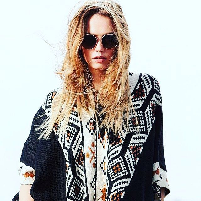 So 2016! This bohemian poncho and round shaped sunglasses by Sama! We love!