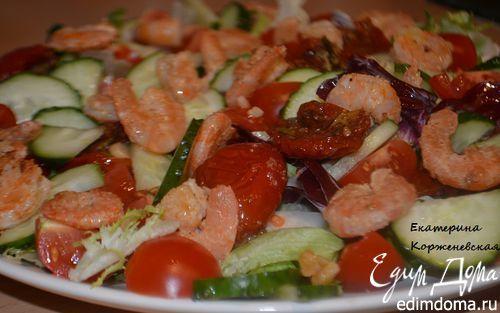 Салат с чесночными креветками и вялеными помидорами   Кулинарные рецепты от «Едим дома!»