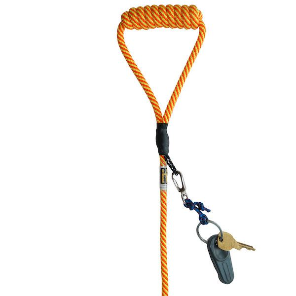 This leash uses a simple yet ingenious trick to attach securely to your dog's collar or harness.