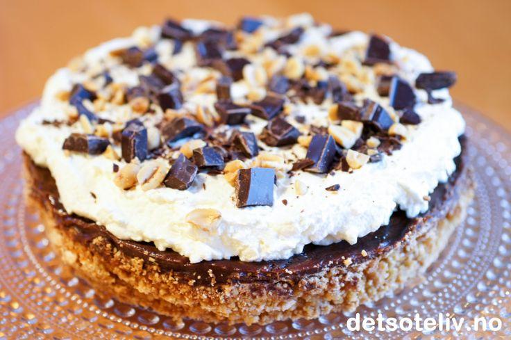 """""""Snickerskake"""" er en KJEMPEPOPULÆR og VANVITTIG GOD kake!!!"""