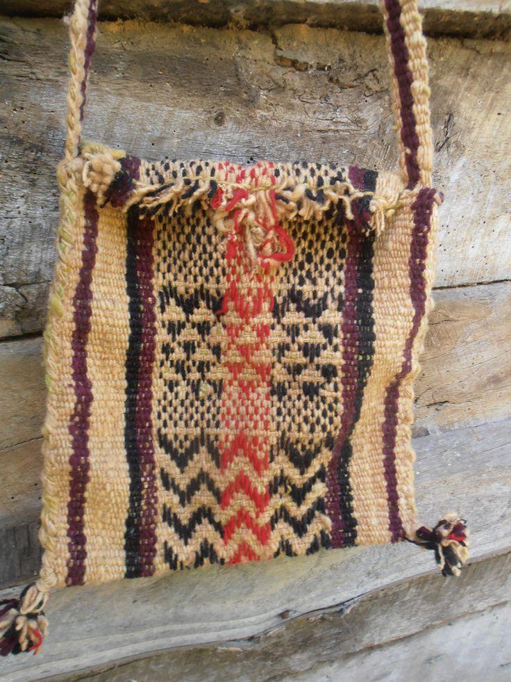 Morral tejido en telar mapuche , con diseños.  https://www.facebook.com/pages/PICHI-AYUN/312467075550766?fref=ts