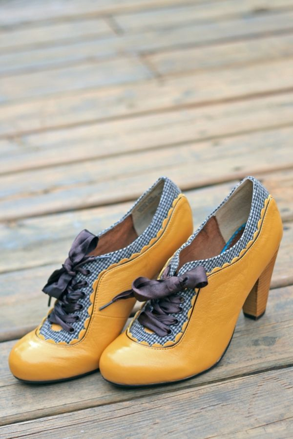Fabulous jonquil yellow shoes, with blue check rims.