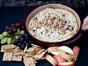 Соус-дип из голубого сыра с беконом и орехами