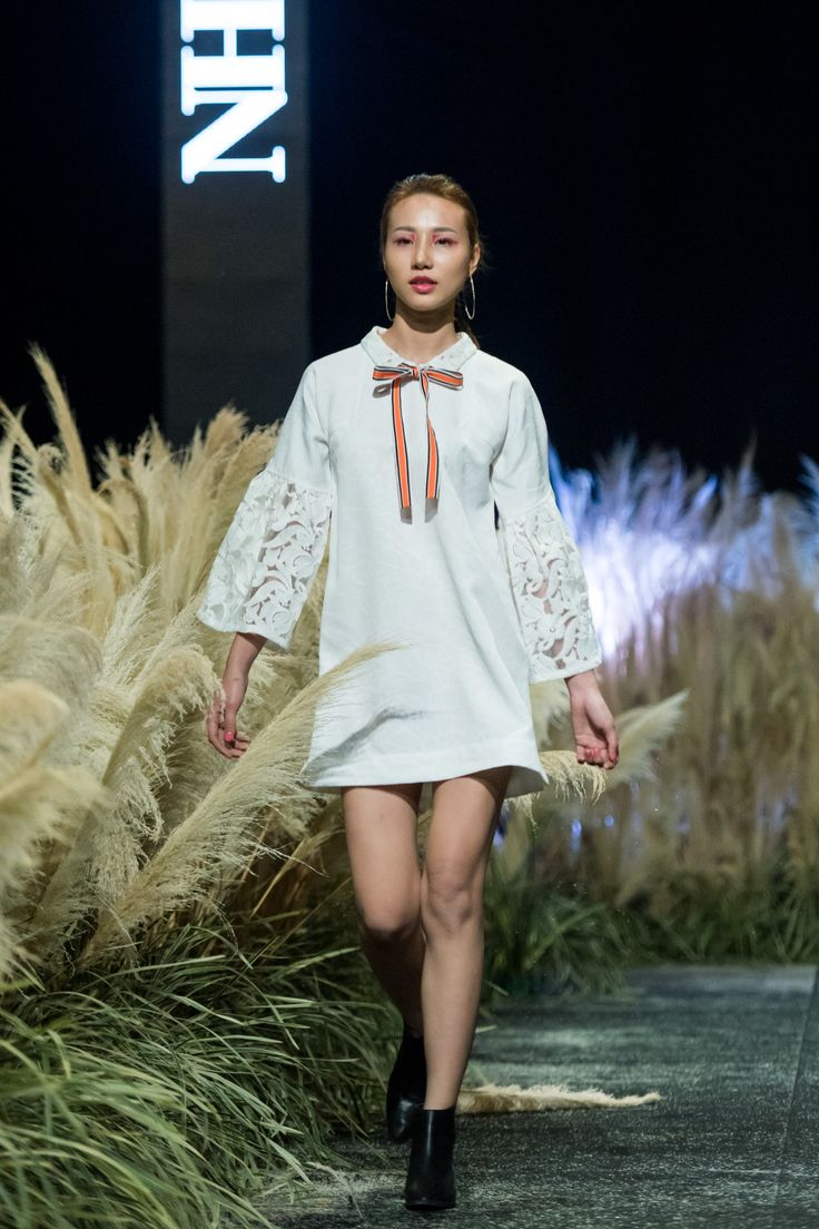 Vietnam Fashion Week FW17 - Ready To Wear.        Designer: Nhi Hoang   Photo: Le Chi Linh