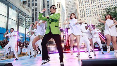 La canción'See You Againdestrona 'Gangnam Style' como la mas vista en YouTube El video oficial de la canción 'See You Again', de Wiz Khalifa y Charlie Puth, acaba de destronar a 'Gangnam Style', de PSY, como el más visto de la historia de YouTube.