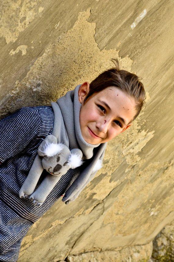 Calda e morbida sciarpa in pile con Koala  by NukeMapu on Etsy