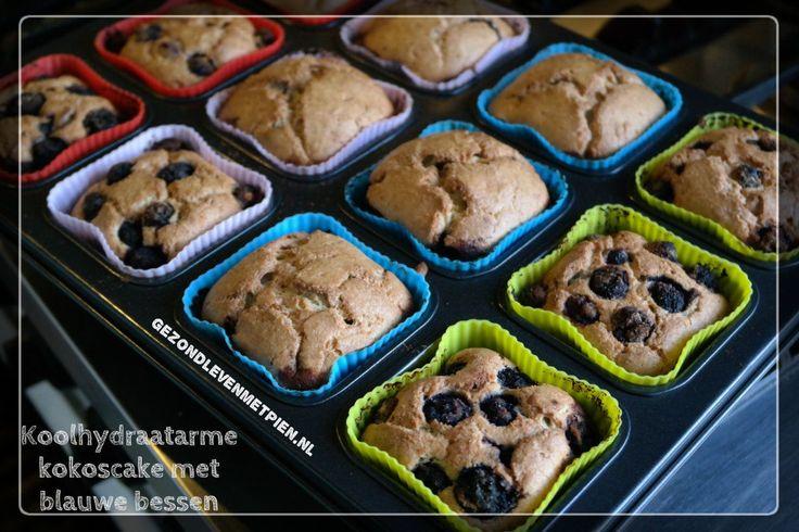 Recept voor koolhydraatarme kokoscake met blauwe bessen.Een heerlijke cake met kokosmeel en zonder toegevoegde suikers. Het heeft iets weg van een gebakken kwarktaart. Sponzige cake. Heerlijk!  Granenvrij en suikervrij.kan ook in ronde vorm