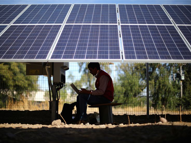 Fears of a 'utility death spiral' could be slowly killing solar power - The growth of rooftop solar powerhas skyrocketed in recent years.Globally, there arenow approximately 305 gigawatts of solar power capacity, up from about 100 gigawatts in 2012.  But solar's proliferation is slowing, partly dueto a well-funded lobbying campaign by conventional utility giants. According to a recent New York Times report, several large US utility companies have been working with state politicians…