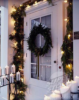 love the light up garland around the door