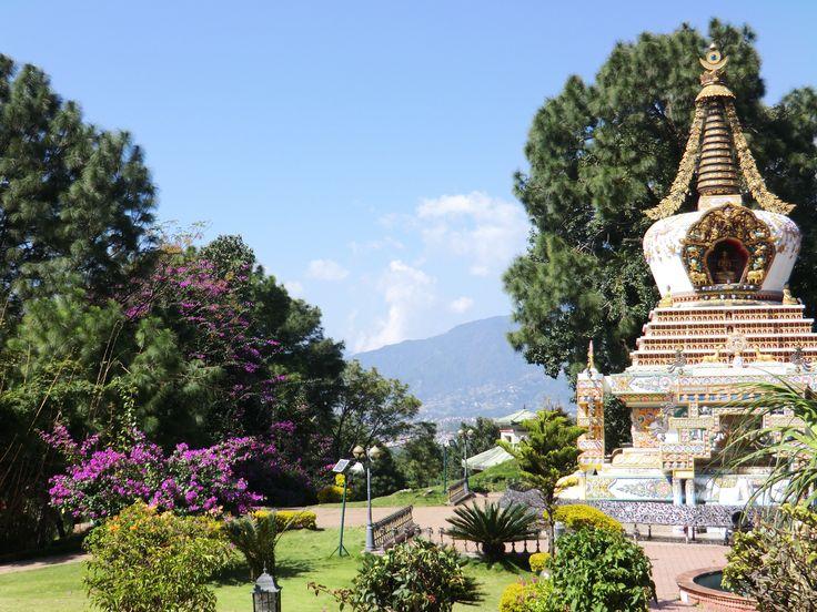 De tuin van het Namo Boudha klooster