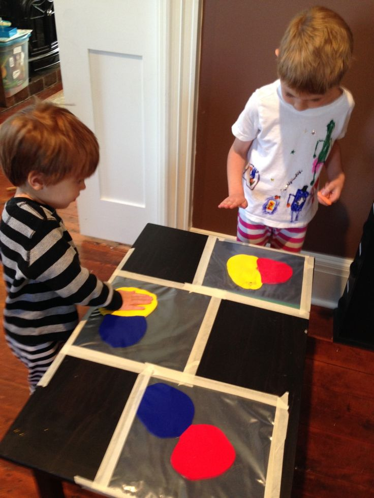 Mess Free Painting Project.  Great for #toddlers and #kindergarten #Art USE STRONG FREEZER BAGS!