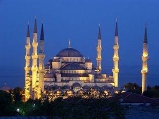 the only mosque with 6 minarets in the world is in Istanbul