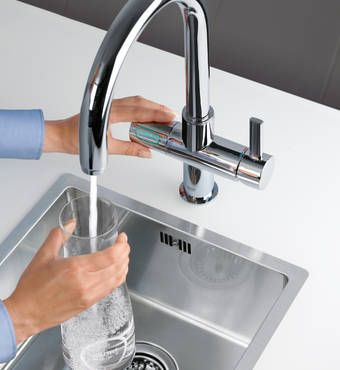 Sparkling water on tap. Thanks to GROHE Blue water filter faucet.