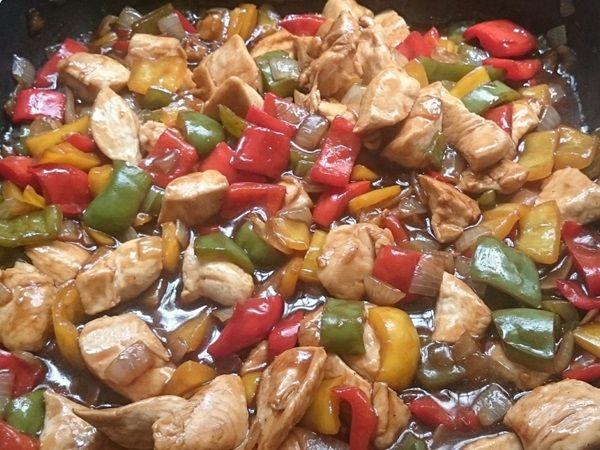 O Frango Xadrez Caseiro é uma receita fácil e deliciosa para a refeição da sua família. Faça e receba muitos elogios! Veja Também:Yakissoba Caseiro Veja T