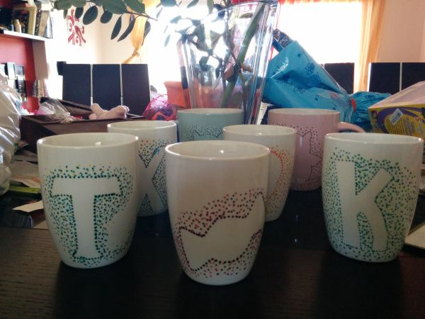 put initials on mugs with dots