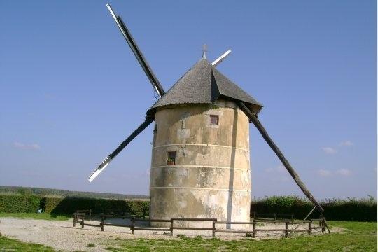 Le moulin Dautin à Migé, près d'Auxerre, est le seul moulin dans l'Yonne qui produise encore de la farine. Si le vent est de la partie, les visiteurs peuvent voir ses ailes tourner. Il est également possible de le visiter. © Renée Morizur