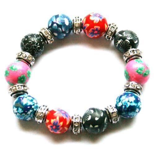 Armbånd med fargeglade perler